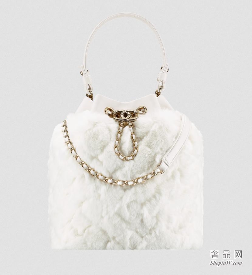 香奈儿CHANEL 白色獭兔毛与淡金抽绳包
