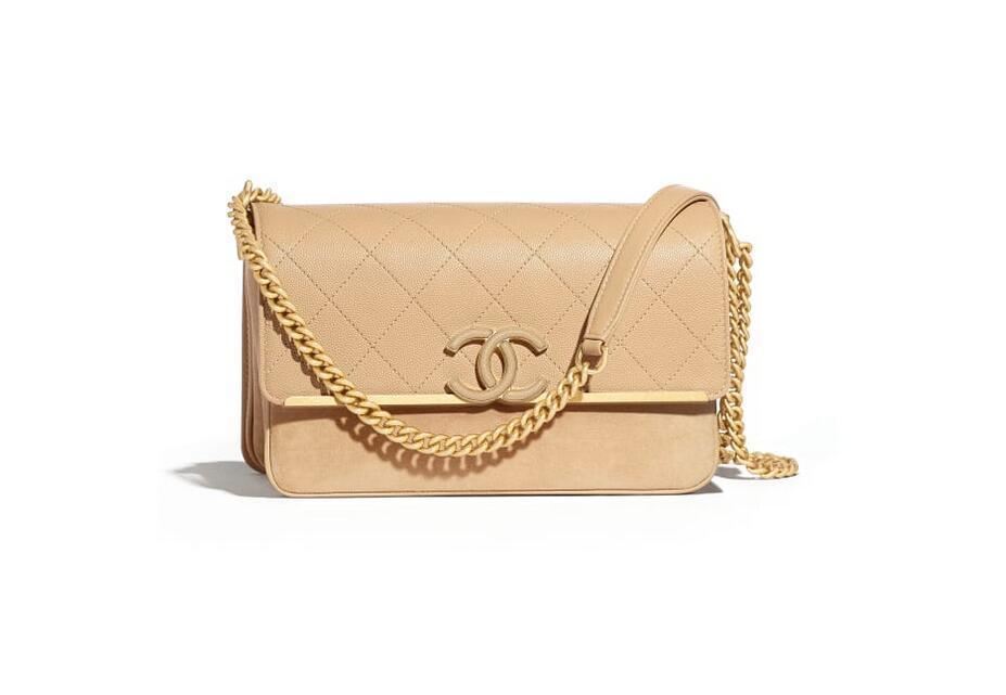 香奈儿Chanel 口盖包 米色颗粒压花小牛皮、麂皮效果小牛皮