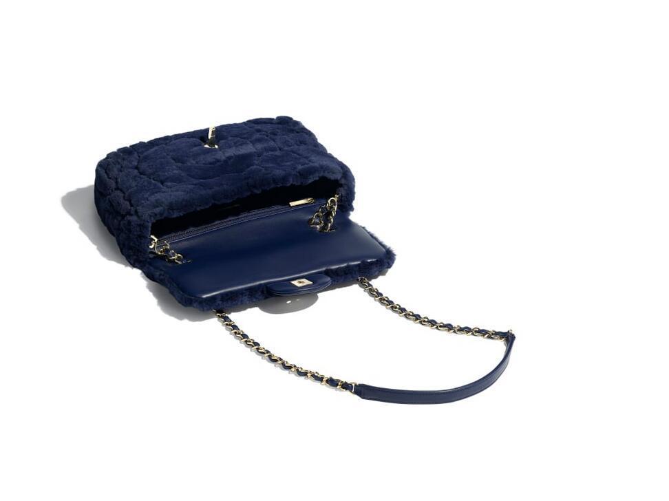 香奈儿Chanel 口盖包 海军蓝 刺绣濑兔毛与金色金属