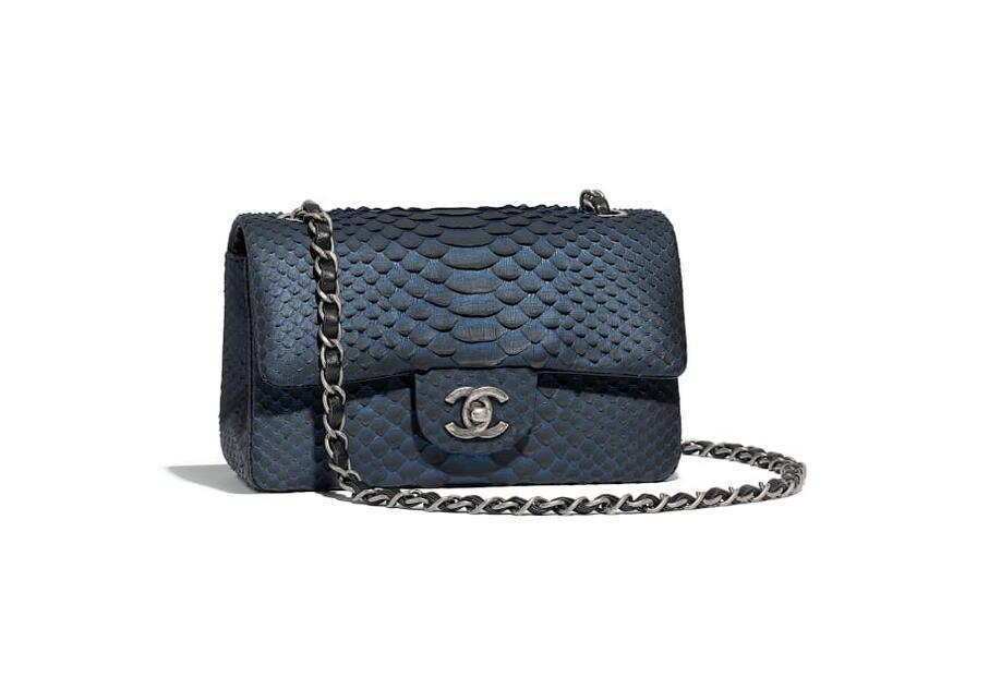 chanel 迷你口盖包 蓝与黑 蟒蛇皮与钌质感金属