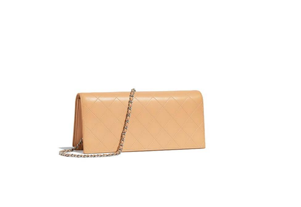 香奈儿Chanel 口盖包 黑色羊皮革与金色金属