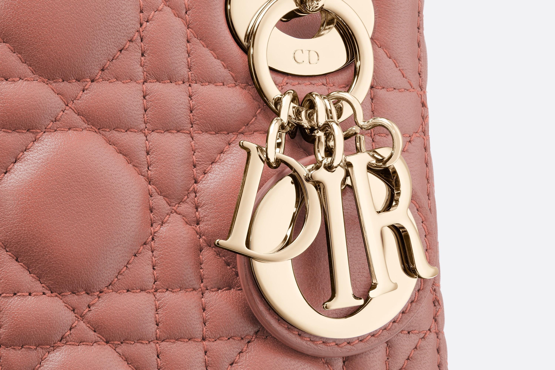 dior包包官网价格 迪奥Lady Dior榛果粉红色藤格纹小羊皮袖珍手提包