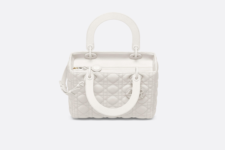 迪奥包包官网价格 Lady Dior原色藤格纹哑光小牛皮翻盖式手提包